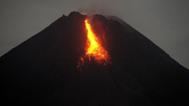BNPB Bagikan 100 Ribu Masker ke Daerah Terdampak Erupsi Gunung Merapi